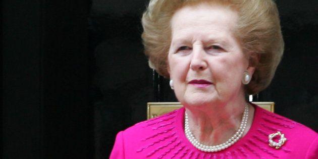 Les tailleurs de Margaret Thatcher mis aux enchères chez