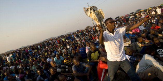 Le parquet suspend l'inculpation pour meurtre des 270 grévistes de la mine de Marikana en Afrique du