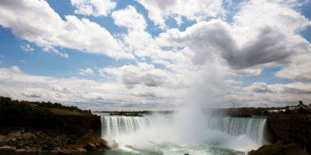 Canada: le tronc découvert au pied des chutes du Niagara
