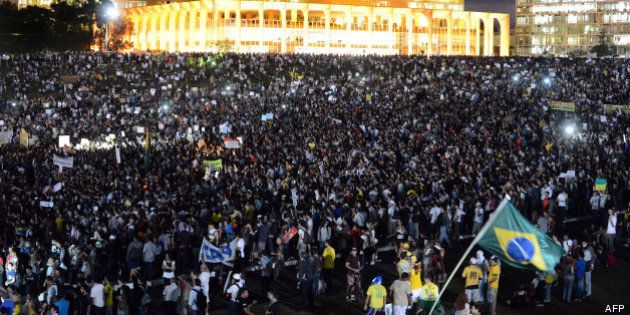 Brésil: un million de manifestants, des violences et deux morts dans les
