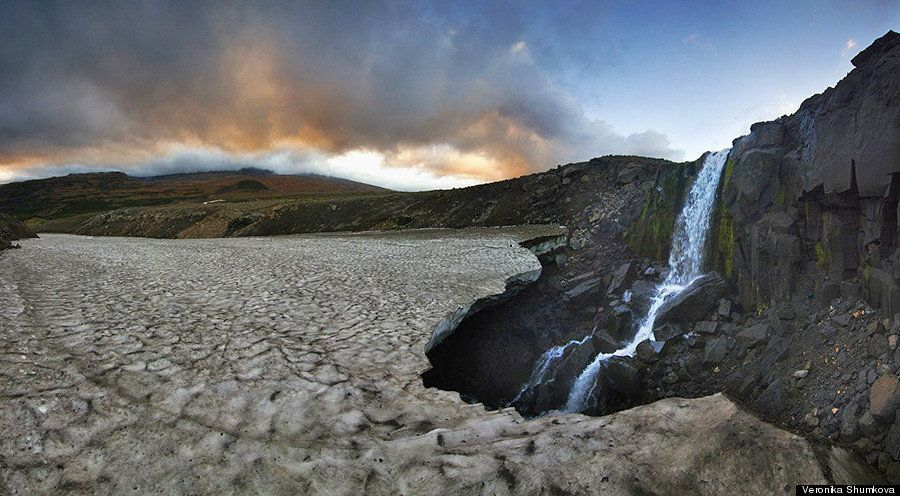 PHOTOS. L'irréelle grotte glacée du volcan Mutnovsky en