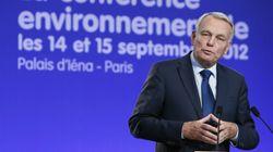 Ayrault annonce une hausse de la taxe sur les activités