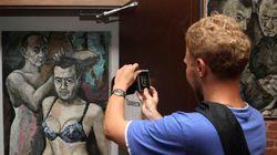 L'homme qui a peint Poutine en travesti demande l'asile politique à la