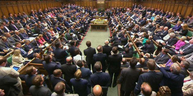Intervention en Syrie: Le Parlement britannique a voté contre, un camouflet pour David