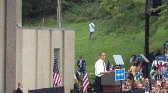 PHOTO. Un homme urine pendant le discours de Barack Obama dans l'Ohio