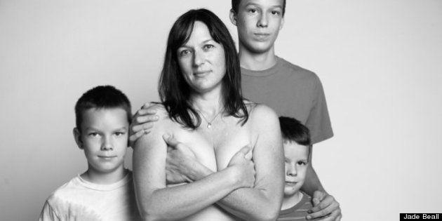 PHOTOS. Le corps des femmes devenues mères mis en lumière dans un