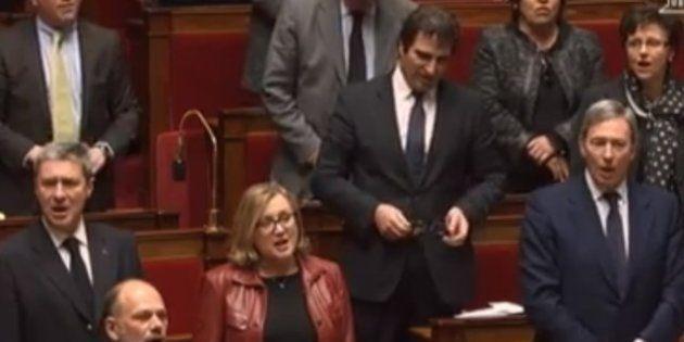 VIDEO. Les députés UMP chantent la Marseillaise contre la réforme des conseils