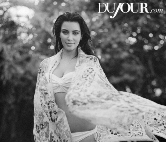 PHOTOS. Kim Kardashian pose enceinte pour un