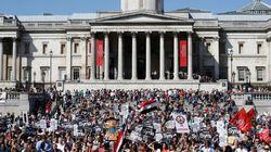 Paris, Londres, New York... Ces citoyens qui manifestent contre une intervention en