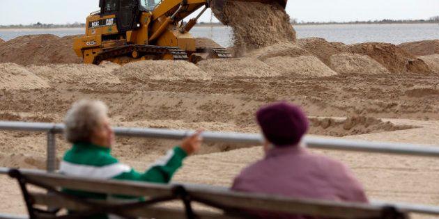 La côte est des Etats-Unis se prépare à l'arrivée de l'ouragan Sandy, qui a déjà fait des dizaines de...