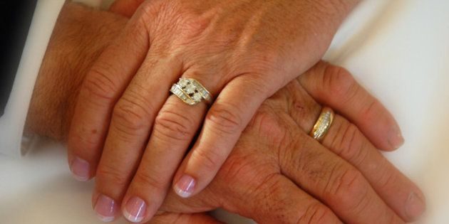 Mariages d'étrangers : un député invite les auteurs de