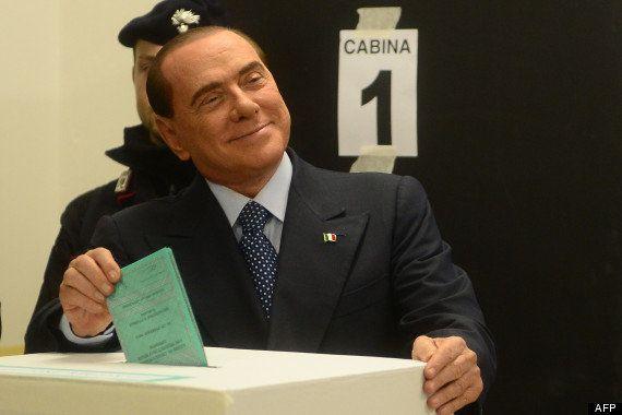VIDÉO. PHOTOS. Italie: des féministes se lancent torse nu vers Silvio Berlusconi sur le point de