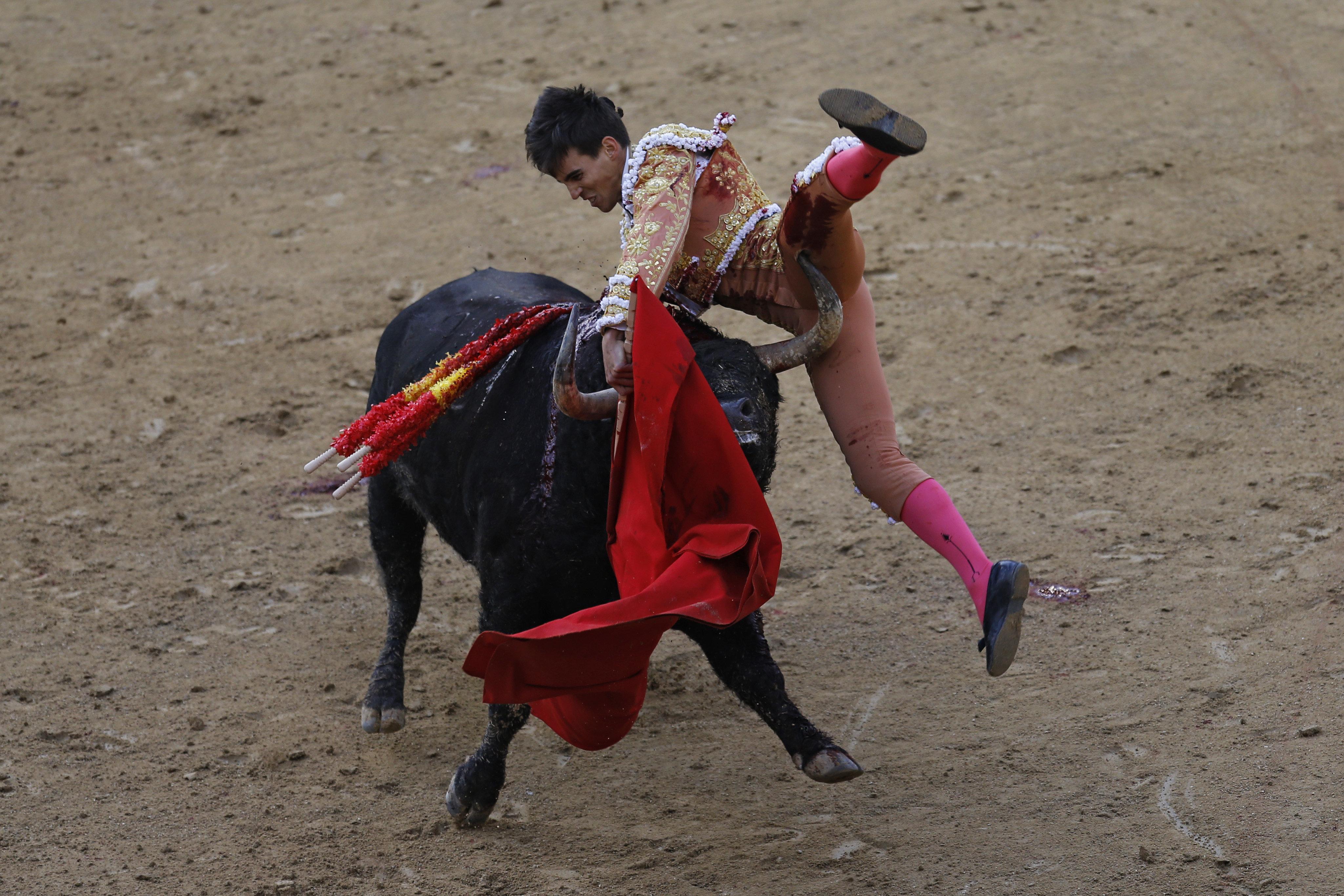 Η εκδίκηση ενός ταύρου: Καρφώνει ταυρομάχο και τον σηκώνει στον