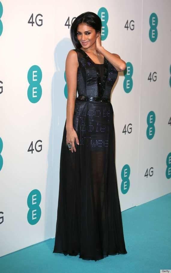 PHOTOS. Robe twitter: Nicole Scherzinger (ex Pussycat Dolls) pose avec sa robe
