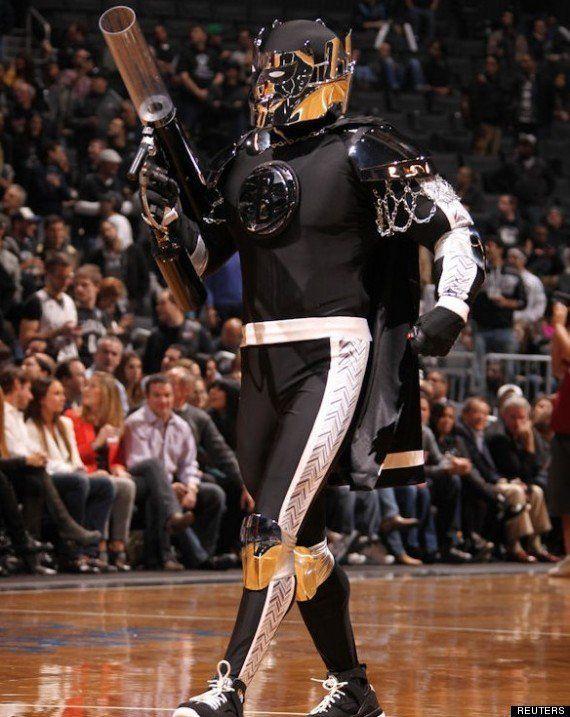 PHOTOS. VIDÉO. NBA: la pire mascotte de la saison est-elle Knight des Brooklyn
