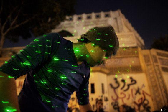 VIDEO. Coup d'état en Egypte: les rayons laser, symbole de la révolution