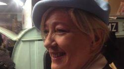 Marine Le Pen en béret au salon du