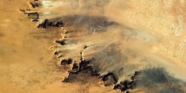 PHOTOS. L'astronaute canadien qui publie sur Twitter ses plus belles photos de la Terre vue de