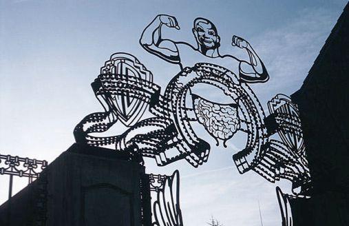 Le portail: une oeuvre d'art exposée dans la