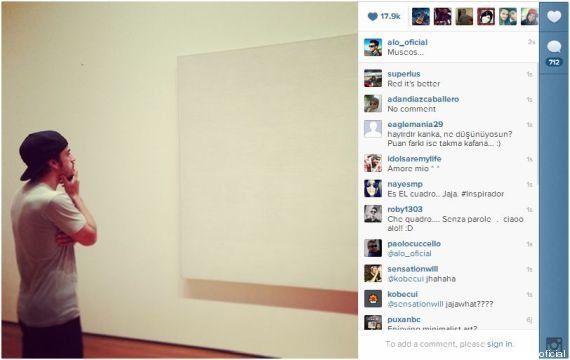 PHOTOS. Fernando Alonso, le pilote de Formule 1, perplexe devant un tableau blanc (et les détournements...