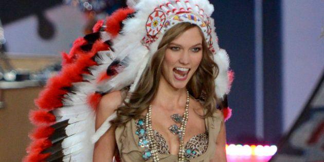 PHOTO. Victoria's Secret s'excuse pour sa tenue d'Indien portée par le mannequin Karlie