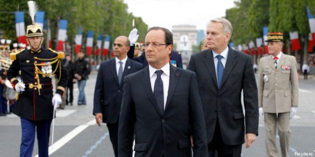 14 juillet: du président normal au chef de guerre, Hollande doit encore