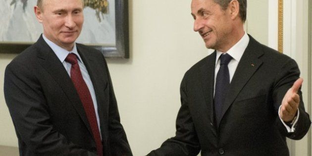 Sarkozy retrouve Poutine en Russie, nouvelle étape de sa diplomatie