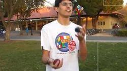 Il réussit un Rubik's Cube en