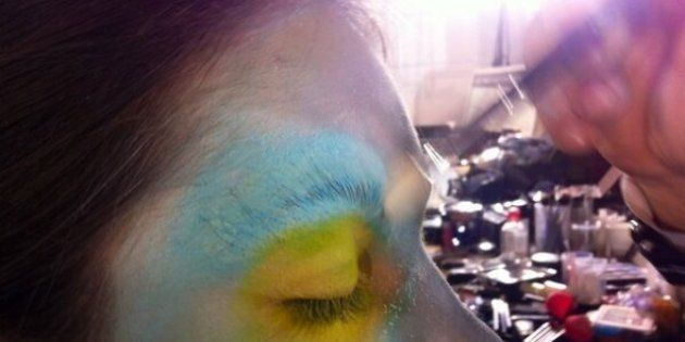 La Fashion Week de Paris vue de Twitter : costume pour hommes et maquillage