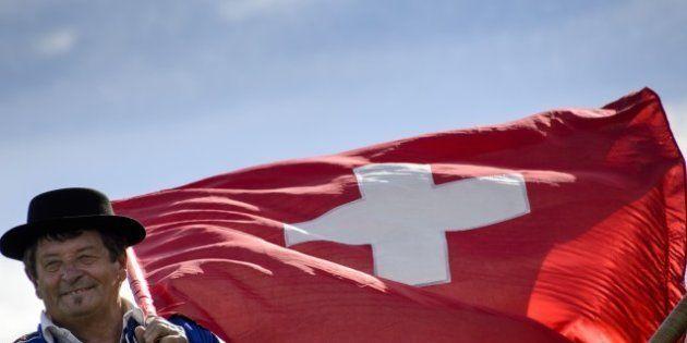 Suisse: l'interdiction des parachutes dorés plébiscitée par 68% des citoyens séduit Marine Le