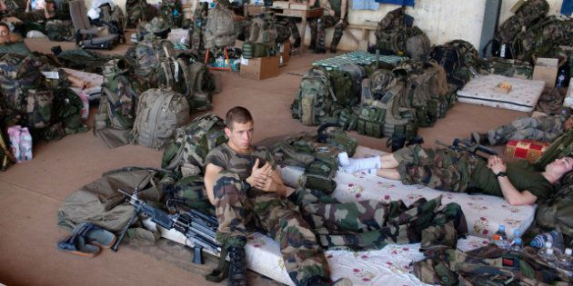 PHOTOS. Conflit au Mali: Les soldats français de l'infanterie patientent à
