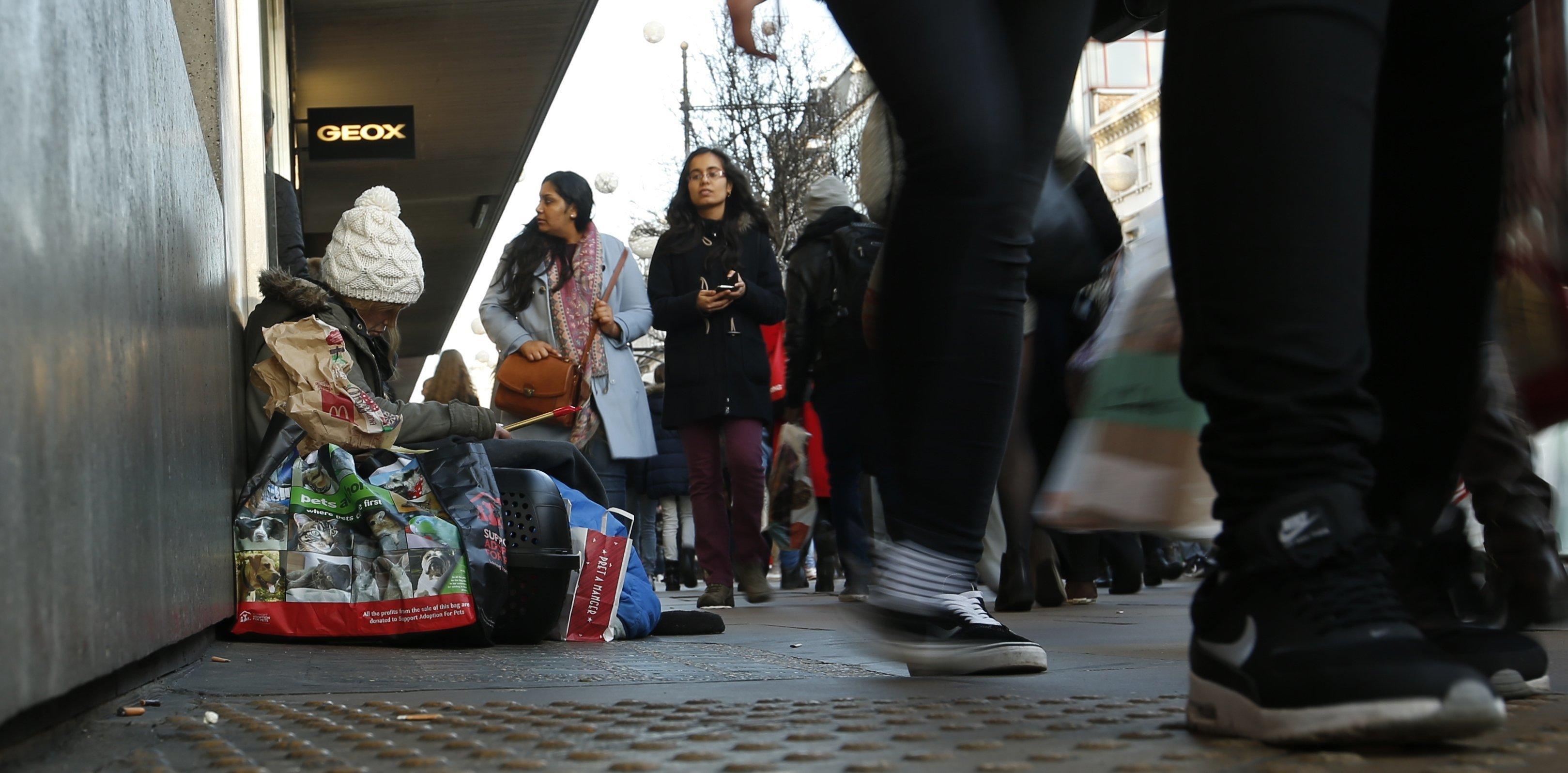 Λονδίνο: Βγάζουν 600 λίρες κάθε μέρα παριστάνοντας τους
