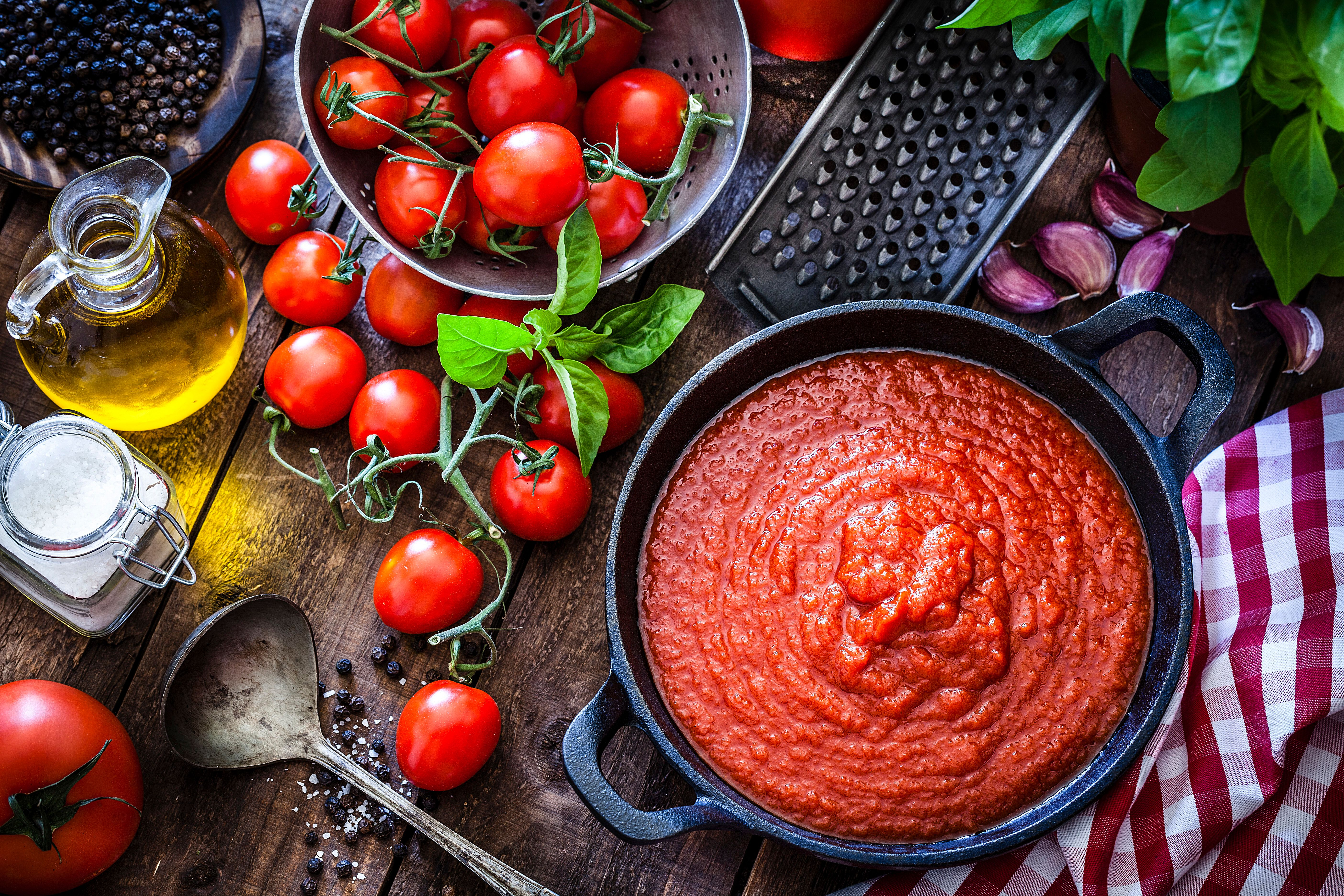 The Major Mistake Americans Make With Pasta Sauce, According To Real