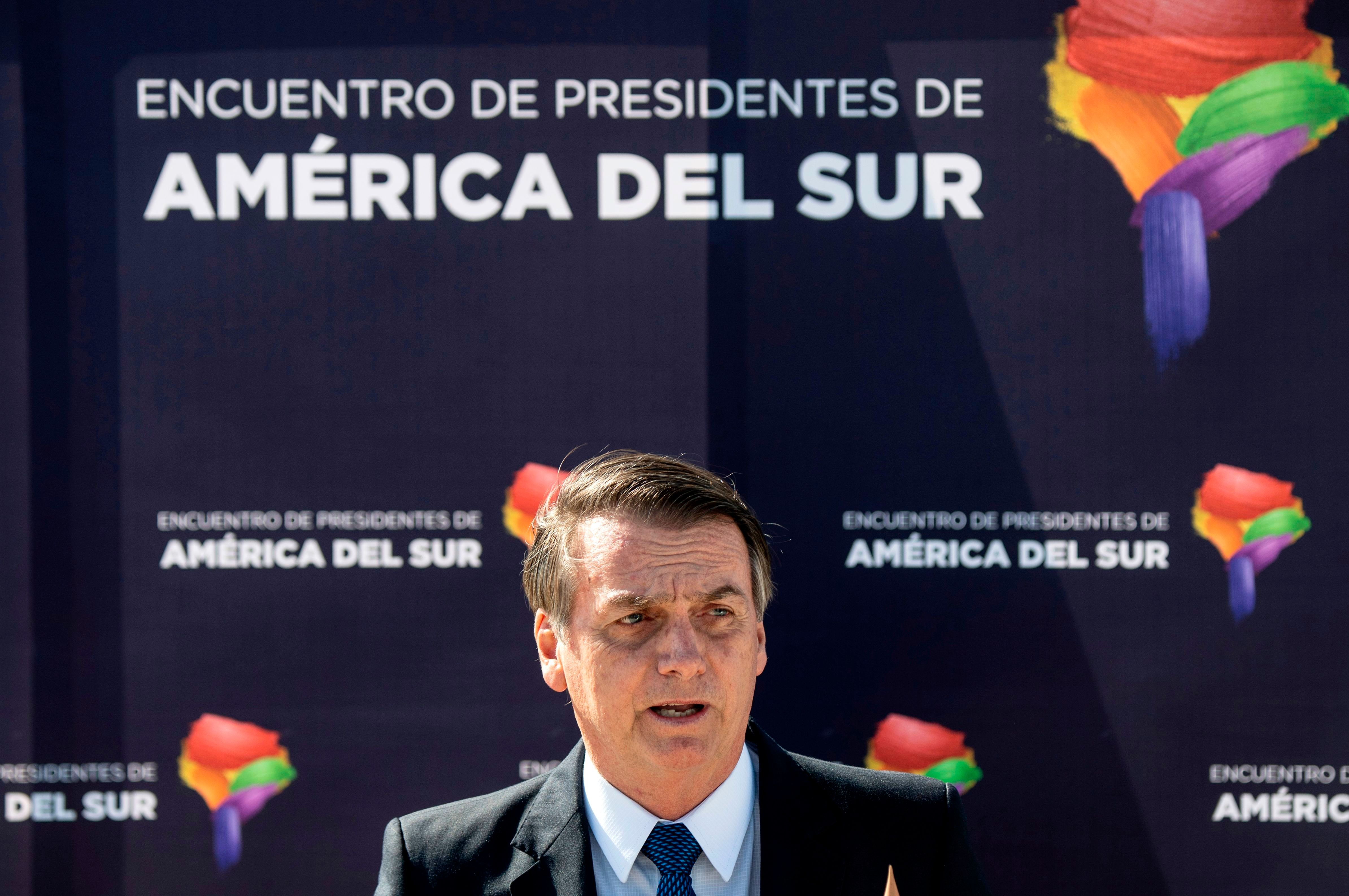 'Justiça nasceu para todos', diz Bolsonaro sobre prisão de Michel
