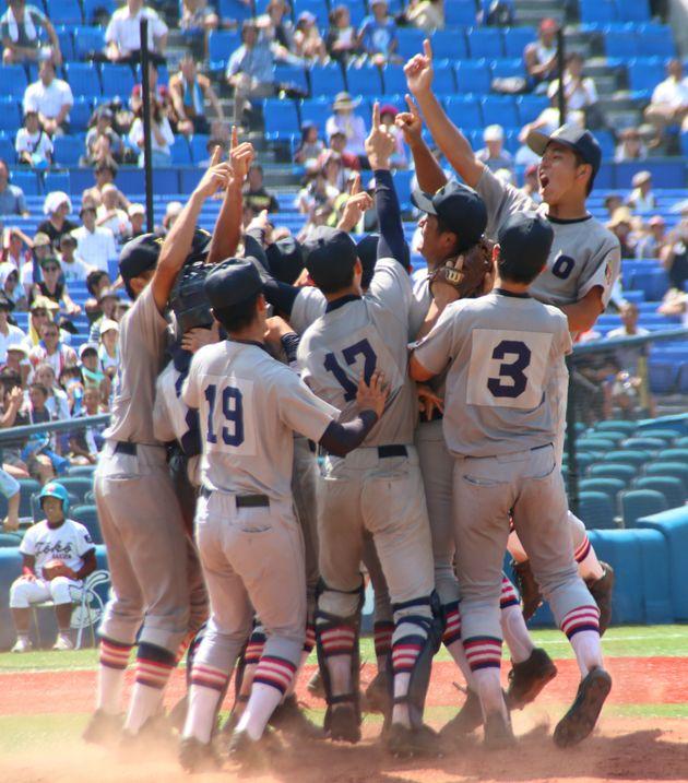 2018年の第100回全国高校野球選手権の神奈川県大会で、10年ぶりに夏の甲子園出場を決め、歓喜の慶応ナイン