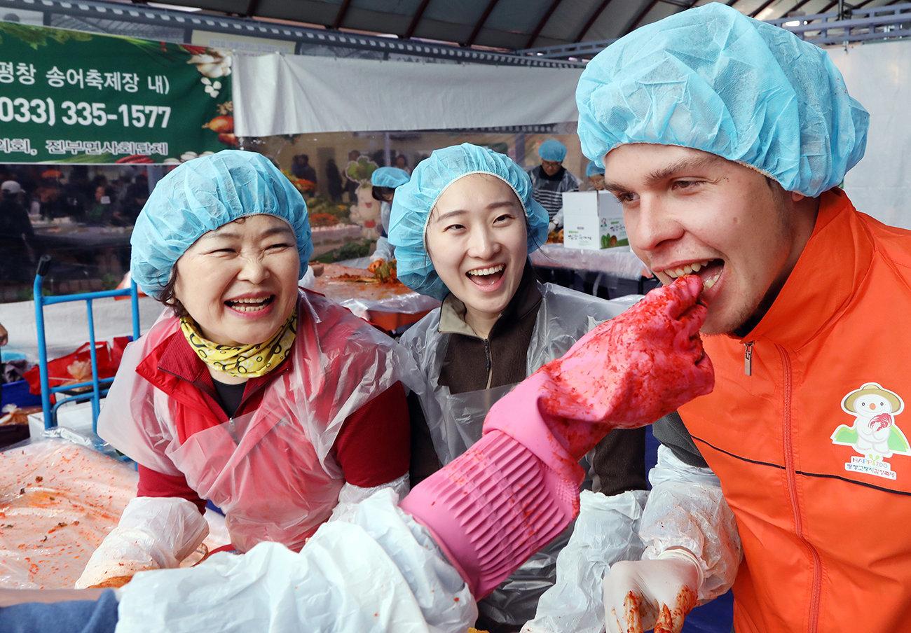 끝이 없는 '김치 게임'의 세계에 김치 전문가도 놀라고