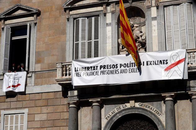 Retirado el lazo blanco de la fachada de la sede de consellería de