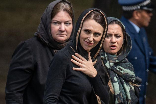 Ardern, durante la llamada a la oración musulmana de los viernes, retransmitida en todo el país...