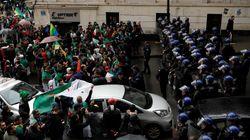 Les Algériens bravent la pluie et sortent par milliers contre le pouvoir en