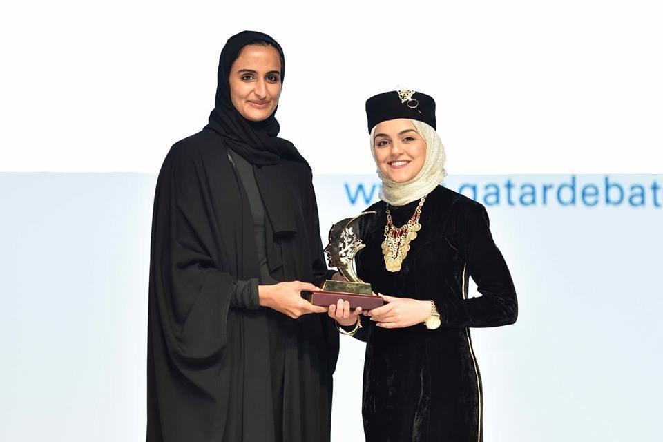 Une Tunisienne remporte le prix de la meilleure Oratrice au championnat des débats en langue