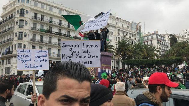 5e vendredi à Alger: Des manifestants fustigent Lamamra et refusent l'ingérence
