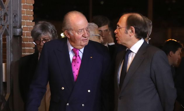 Juan Carlos I reaparece en público con un gran moratón en el