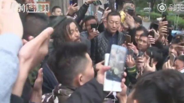 Ενας άστεγος διανοούμενος γίνεται viral στο κινεζικό