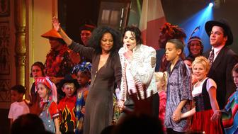 UNITED STATES - APRIL 24:  Diana Ross and Michael Jackson onstage at the DNC 'A Night At The Apollo' fund raiser.  (Photo by Richard Corkery/NY Daily News Archive via Getty Images)
