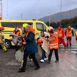 Νορβηγία: Ρυμουλκείται σε ασφαλές λιμάνι το