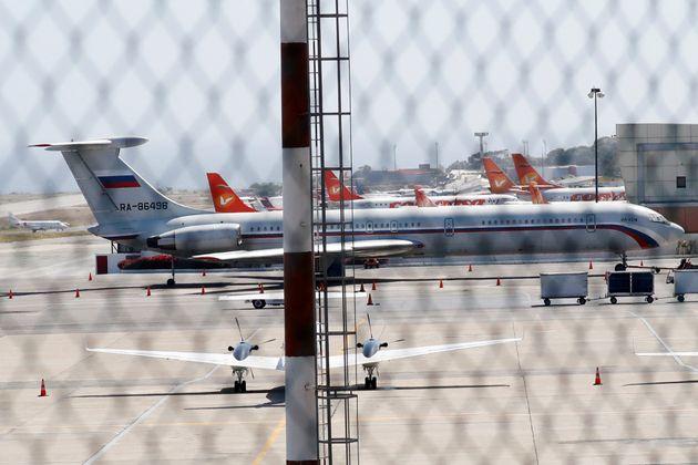 Αναφορές για ρωσικά αεροπλάνα με στρατιώτες στη