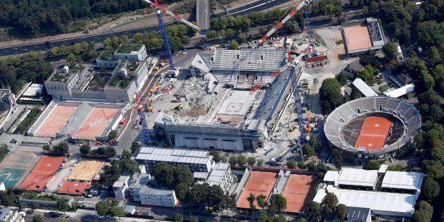 Une vue aérienne du stade de Roland-Garros en travaux le 14 juillet