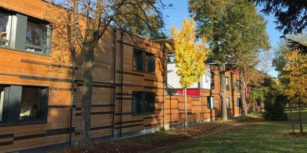 Le centre d'hébergement d'urgence du XVIe arrondissement a ouvert ses portes fin 2016. Il devait être...