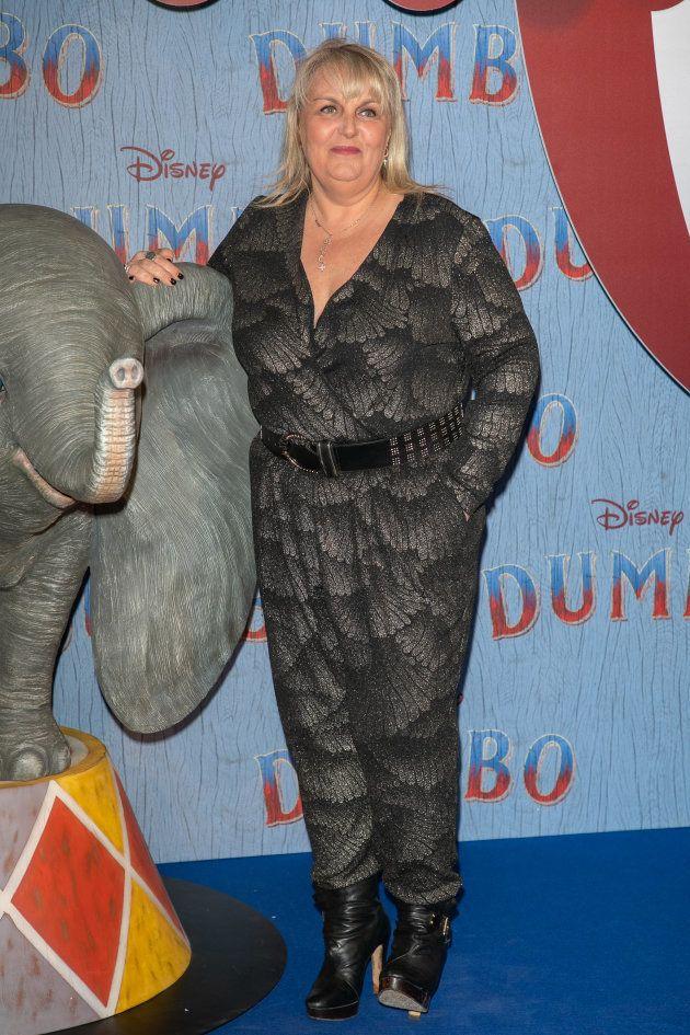 La présentatrice télé Valérie Damidot aux côtés de Dumbo sur le tapis