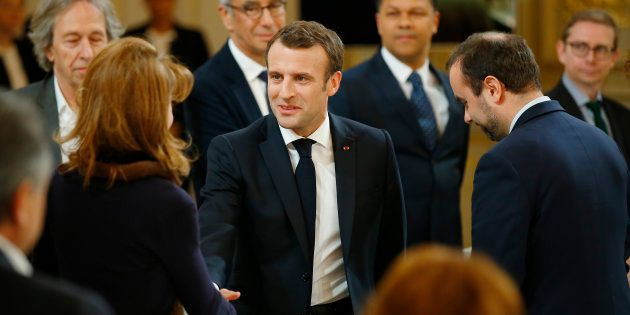 Emmanuel Macron à l'Elysée à l'occasion d'un échange avec 64 intellectuels dans le cadre du grand